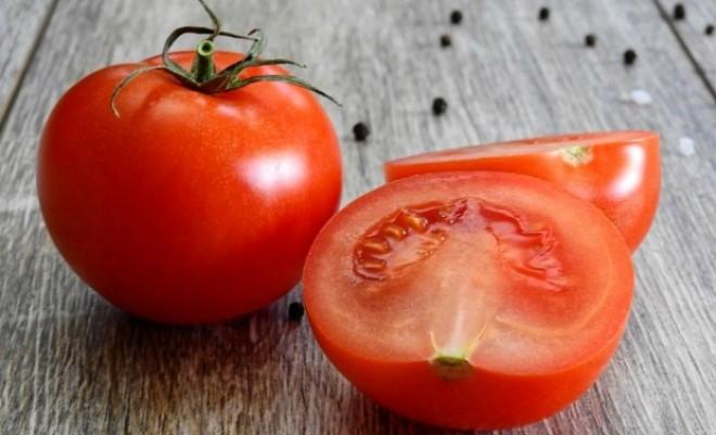Beneficiile roşiilor pentru ten: usucă acneea şi elimină inflamaţia