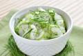 Perfecta pentru vara! Poţi transforma salata de castraveţi cu iaurt într-un adevărat deliciu. Ingredientul care schimbă totul