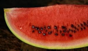 Nu mai arunca niciodată seminţele de pepene. Iată ce beneficii importante au