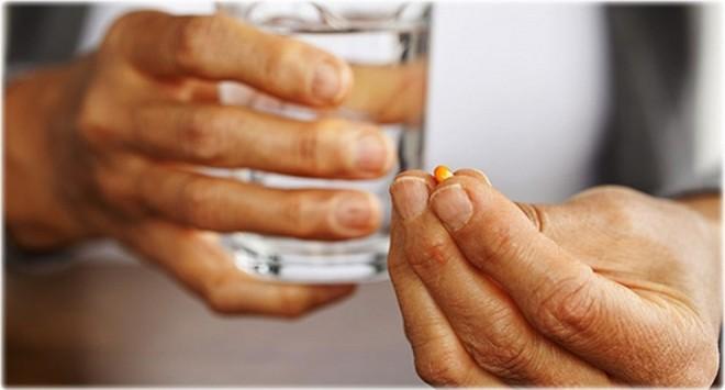 Ora la care iei medicamente, esențială pentru vindecare. Recomandări diferite ale medicilor, în funcție de boli