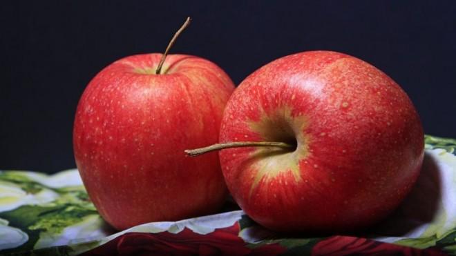 O persoană care mânăncă legume sau fructe proaspete ingerează 10 pesticide! Testul alarmant al ANSVSA