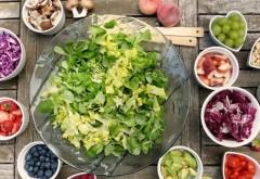 Salata minune care te ajută să slăbești. Ingredientul secret care îți redă silueta de vis