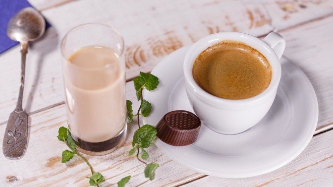 Câtă cafea să bei pe zi ca să nu-ţi dăuneze şi să obţii maximum de beneficii pentru sănătate