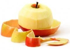 RECORD. Modalitatea cea mai RAPIDĂ de a curăţa un măr VIDEO
