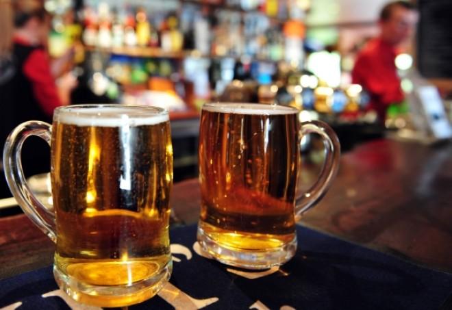 O bere pe zi face MIRACOLE pentru bărbaţi