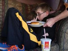 CAZ UNIC în lume. Băiatul de 12 ani care nu a mai mâncat de un an