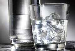 TERAPIA prin APĂ. De ce este RECOMANDAT să bei apă imediat ce te-ai trezit
