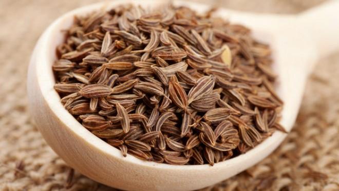Dieta cu ceai de chimen: Scapa de colacei cu o bautura aromata si usor de preparat