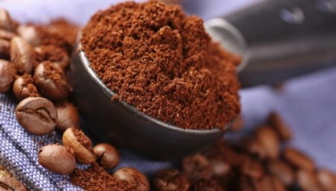 Nu mai arunca zaţul de la cafea! Poate face MINUNI în gospodărie şi pe pielea ta!