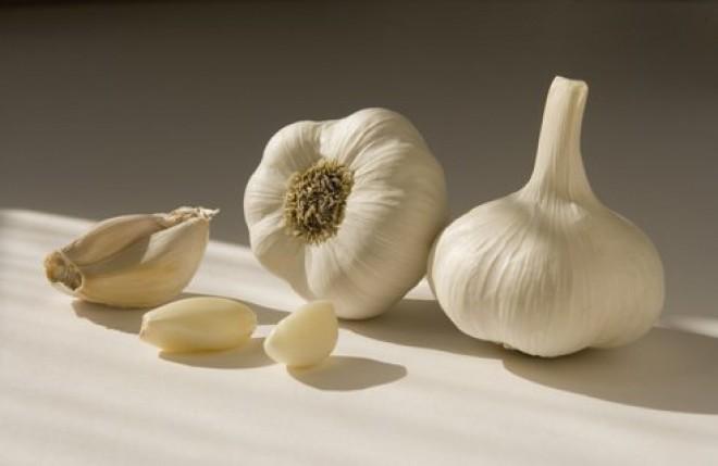 Cura cu usturoi face MIRACOLE! Înghite câte un căţel de usturoi timp de 5 zile pe stomacul gol