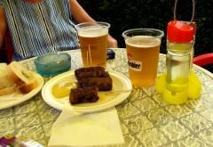 AVERTISMENTUL medicilor: Cât de periculos este să mâncăm mici combinați cu pâine și bere
