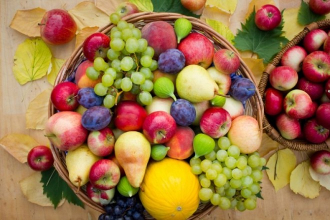 10 fructe care îți curăță tenul