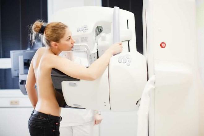 Una din trei tumori la sân este supra-diagnosticată prin mamografie și supra-tratată (studiu)
