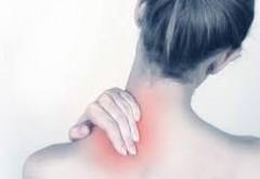 Tratamente naturiste. BURUIANA din șanțuri, care VINDECĂ SPONDILOZA CERVICALĂ