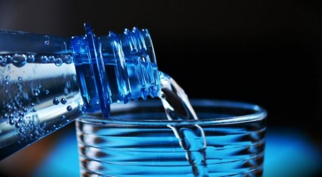 A băut patru litri de apă pe zi timp de o lună. Ce s-a întâmplat cu bărbatul după asta