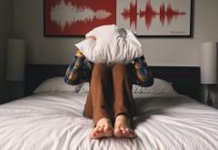 De ce tresari în timpul somnului! Creierul îți transmite un mesaj vital!