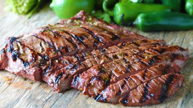 Boala consumatorilor de carne. Care sunt simptomele care ar trebui să te ALARMEZE