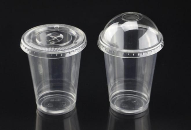 ALARMANT! Putem ingera între 3 și 4.000 de microparticule de plastic, în fiecare an, din apa potabilă / STUDIU
