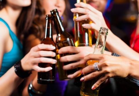 Dacă te înroșești la față când bei alcool, oprește-te chiar acum!
