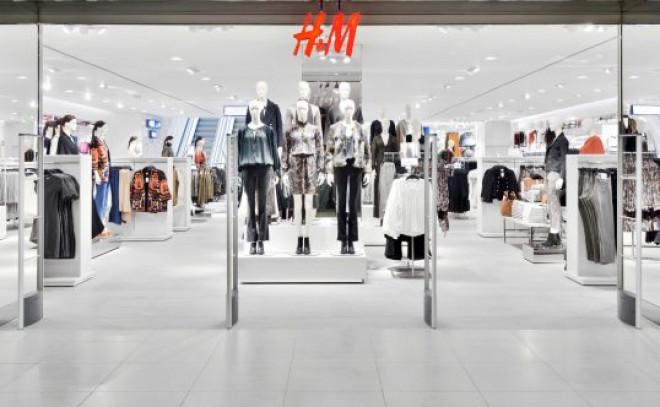 Atenție! De ce au fost arse 15 tone de haine H & M