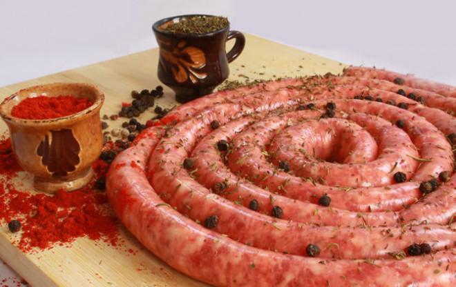 Reteta traditionala: Asa prepari cei mai buni carnati pentru Craciun