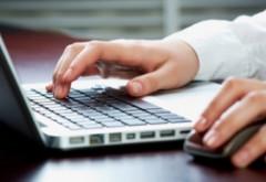 Boala omului modern: Cu ce probleme de sănătate ne putem confrunta dacă folosim excesiv tastatura şi mouse-ul