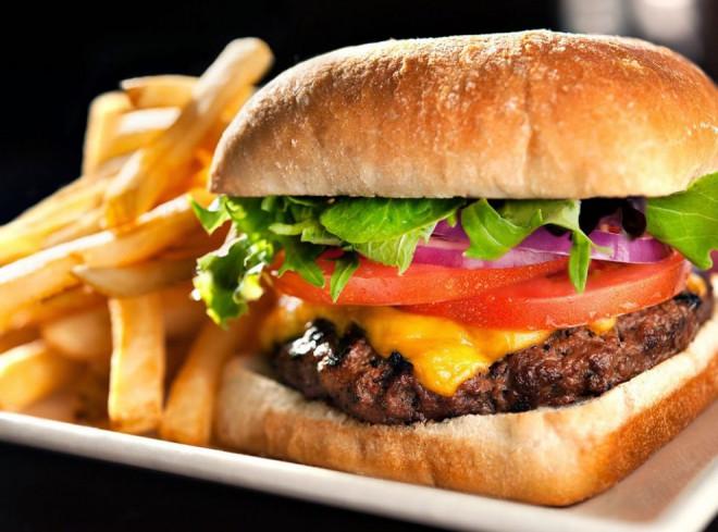 Consecințe DRAMATICE pentru sănătate: Un nou studiu trage un semnal de alarmă cu privire la mâncare