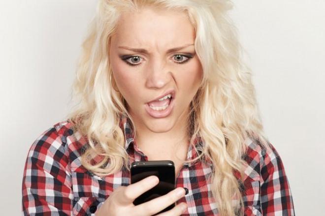 Majoritatea românilor, dependenţi de telefonul mobil. Ce efecte are asupra sănătăţii