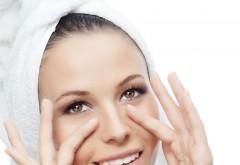 Chiar funcţionează: Cum să-ţi masezi faţa pentru a preveni apariţia ridurilor din jurul ochilor