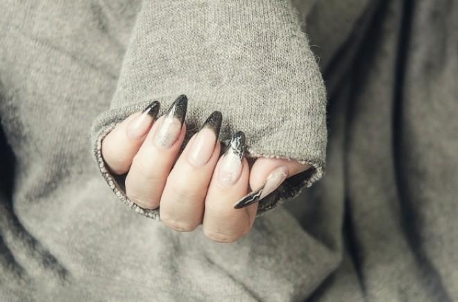 Pericolul uriaș la care te expui dacă îți faci unghiile cu gel sau cu acril