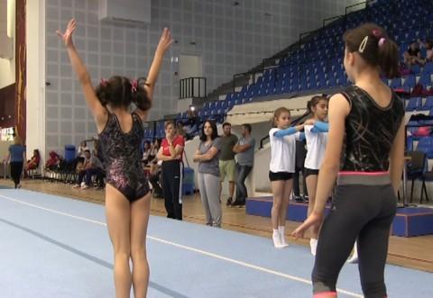 Emoții în plus pentru gimnastele Petrolului!