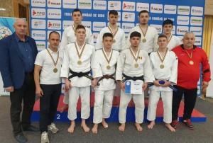 Medalii de aur la judo și kempo