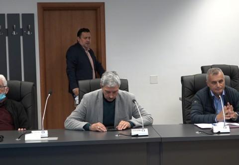 Primarul face un apel în privinţa Petrolului