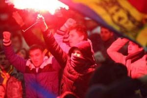 Federaţia nord-irlandeză: Petarda care a rănit un fotograf a fost aruncată de români