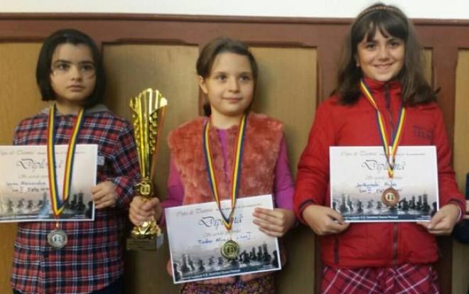 """Alina Tudor a câștigat """"Cupa de toamnă"""" la șah!"""