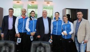 """O delegație a """"tricolorelor"""" din handbal, invitată la Primăria Ploiești!"""