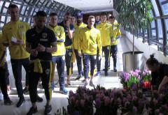 Fotbalistii Petrolului le-au facut fericite!