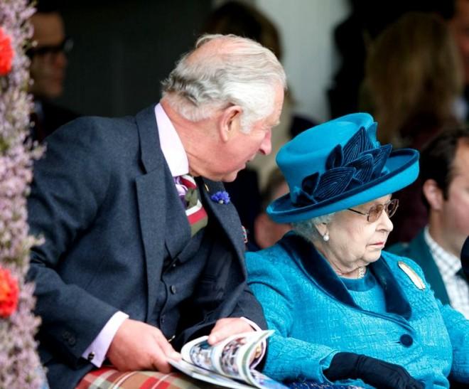 Regina Marii Britanii plănuiește să abdice în favoarea prințului Charles. Pentru când plănuiește mutarea