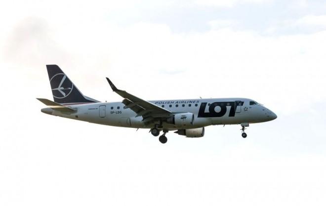 Pasagerii unui avion au făcut chetă pentru a cumpăra o piesă fără de care aeronava nu putea decola
