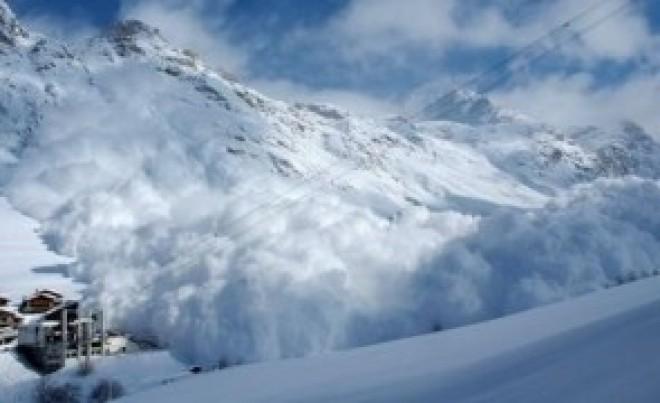 Vremea rea face ravagii în Austria - Cinci oameni au murit iar alți 2000 sunt izolați din cauza căderilor masive de zăpadă VIDEO