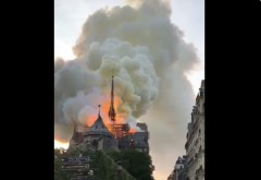 ALERTA! Arde din temelii Catedrala Notre Dame din Paris