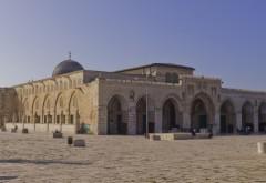 Coincidență bizară. Una dintre cele mai mari moschei din Ierusalim a luat foc în același timp cu Catedrala Notre-Dame din Paris - VIDEO