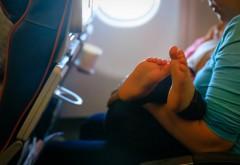 Un bebeluș a murit în brațele unui pasager, în timpul unui zbor de 2h 30