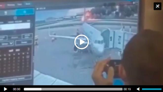 Momentul în care oficiali ruși râd în hohote în timp ce avionul e mistuit de foc. VIDEO