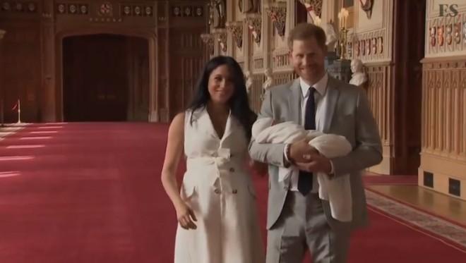 ALERTĂ - Prima fotografie a bebelușului ducilor de Sussex! Seamana cu Harry  / FOTO