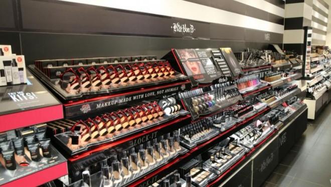 Sephora își închide miercuri toate magazinele din SUA dupa ce cântăreața SZA i-a acuzat de rasism