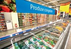Se afla într-un supermarket, când s-a apropiat de frigiderul orizontal să se uite la produsele congelate. S-a speriat de moarte. A început să țipe ca din gură de șarpe