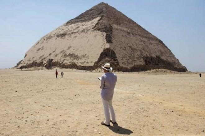Egiptul a deschis accesul turiștilor în două piramide, pentru prima oară din 1965