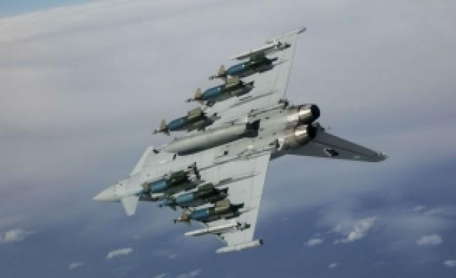 Avioane Suhoi au folosit muniție reală în Marea Neagră: Rusia a scos peste 8.000 de militari la misiuni în poligon