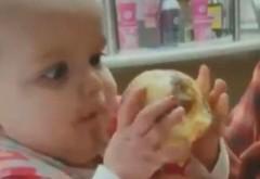 VIDEO  Reacţia unui bebeluş care gustă pentru prima oară îngheţată. Imaginile au ajuns virale pe internet